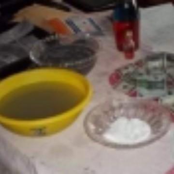 Laboratorio chimica moneteria per pulizie banconote euro dollari colorare verde o Nero