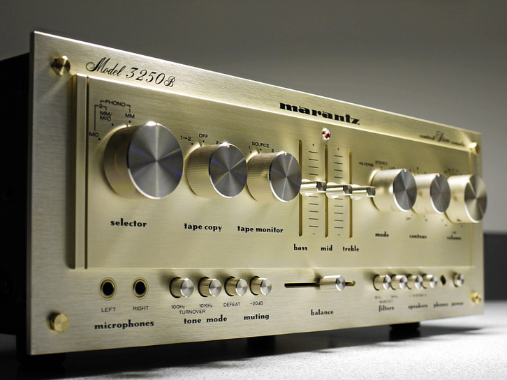 PreAmplificatore.  MARANTZ Model 3250