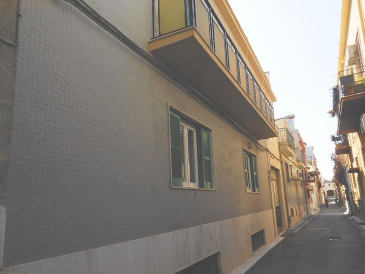 bari carbonara trav via de matinis vendesi palazzina di 3 appartamenti