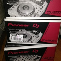 Pioneer DJ Limited Edition NXS2-W Flagship Professional DJ System with White CDJ-2000NXS2 Multi Players and DJM-900NXS2 4-Channel Mixer